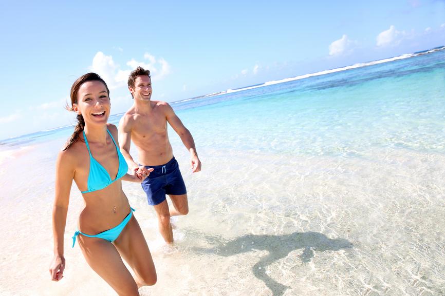 Couple-on-beach-866-x-577